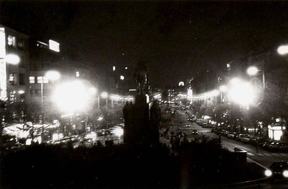 Svatý Václav socha Václavské náměstí večer