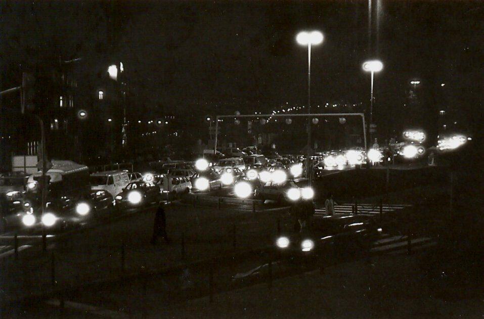 Muzeum Václavské náměstí v noci černobílá fotografie 90. léta