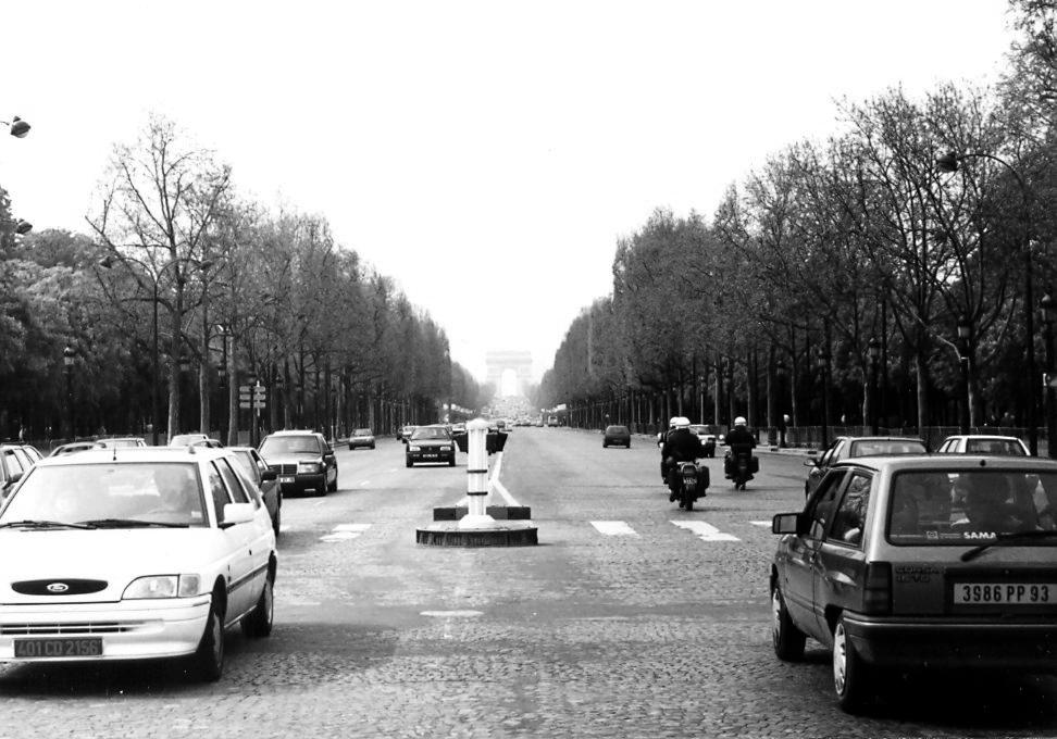 Champs-Élysées app. 1992, Paris France