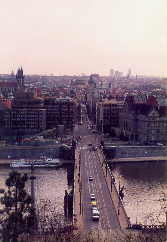Štefánikův most z Letné, Revoluční třída
